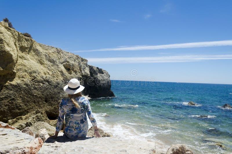 Waman op het strand. royalty-vrije stock afbeeldingen