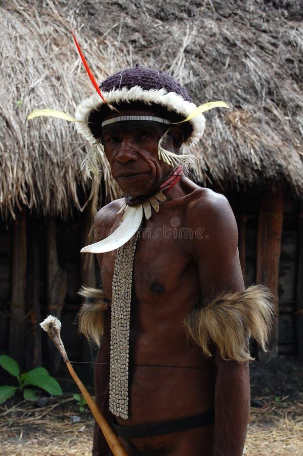 WAMENA, INDONÉSIA - 28 DE DEZEMBRO DE 2010: Povos selvagens no tribl de Dany foto de stock royalty free