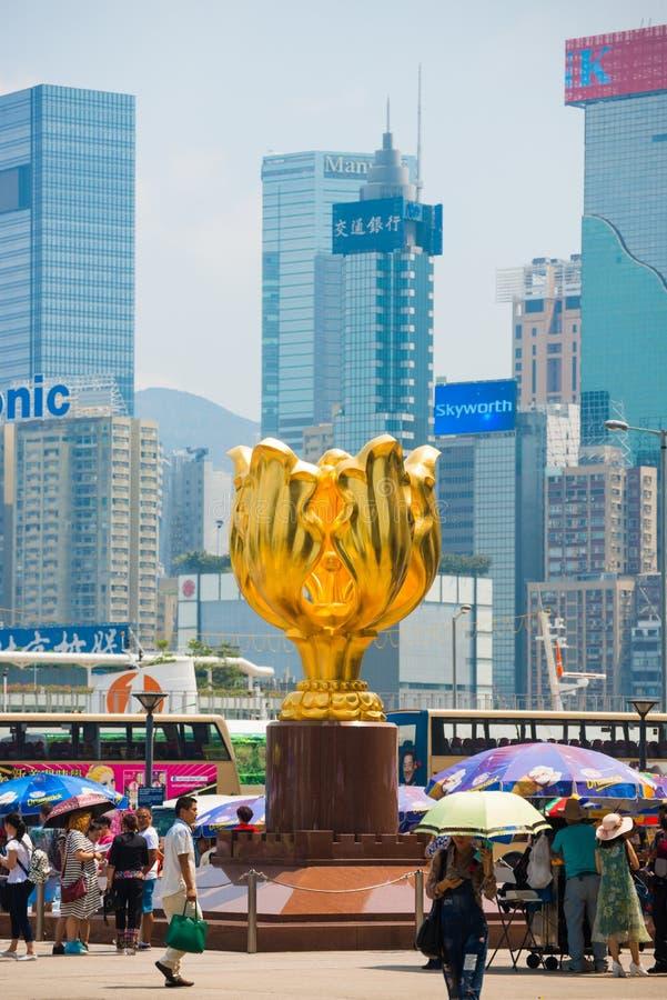 Wan Chai, Hong Kong - 23. September 2016: Der goldene Bauhinia herein stockbilder
