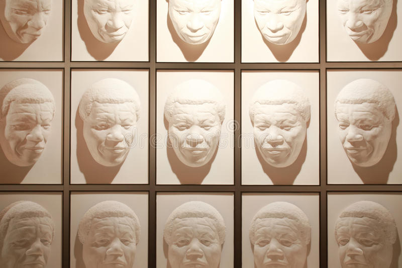 Wanaka, Nueva Zelanda - Febr 5, 2015: pasillo de caras siguientes en el mundo de desconcierto imágenes de archivo libres de regalías
