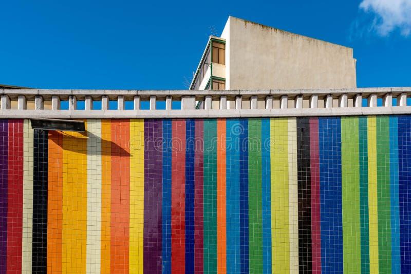 Wand auf Landstraße in Lissabon lizenzfreies stockbild