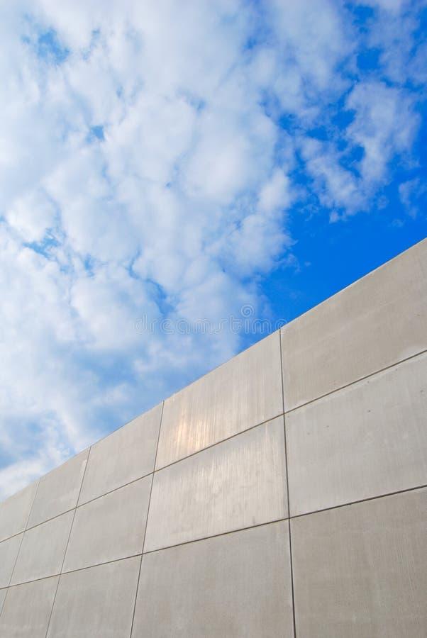 Wand aus Beton heraus stockfotos