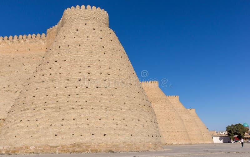 Wand der enormen Archefestung, gelegen in der Stadt von Bukhara, Usbekistan stockfotografie