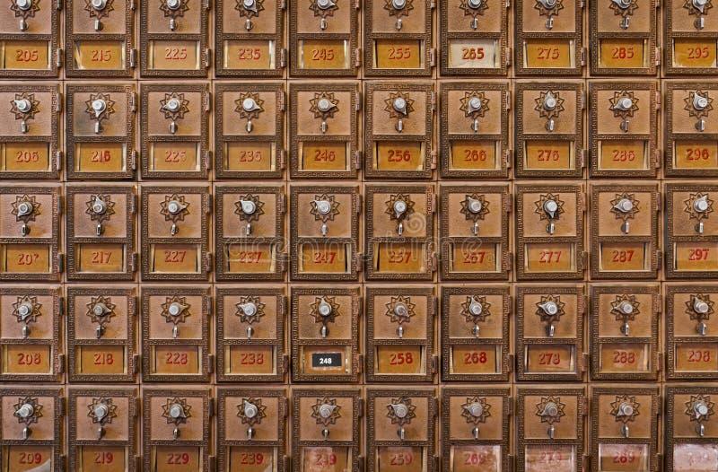 Wand der Mailboxes lizenzfreies stockbild