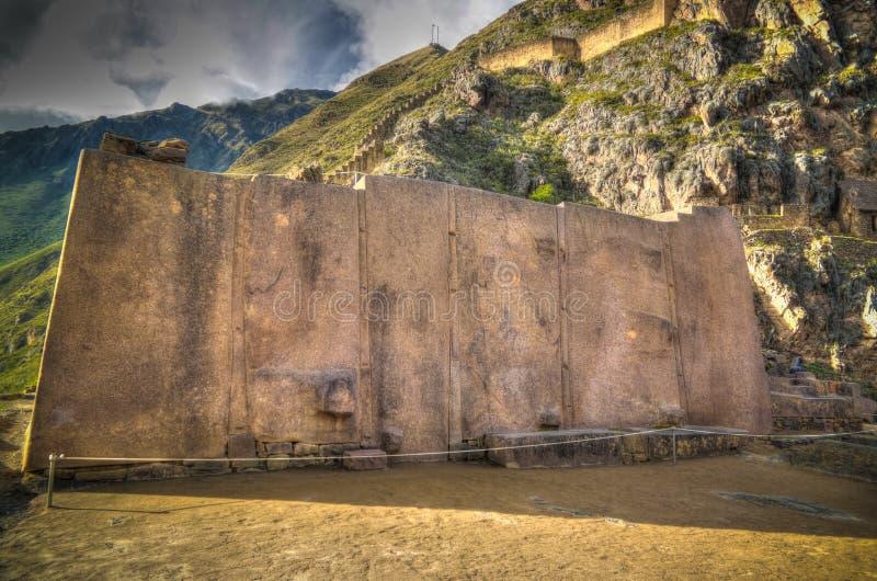Wand der sechs Monolithe an archäologischer Fundstätte Ollantaytambo, Cuzco, Peru stockbilder