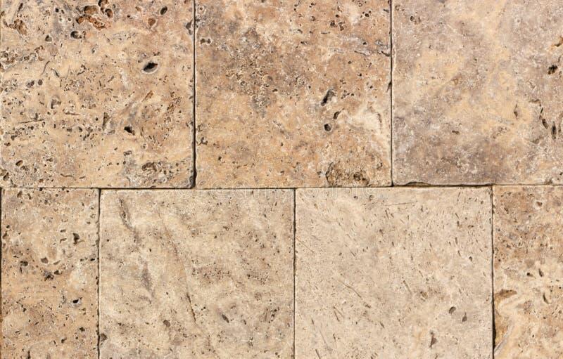 Wand des Travertins oder des thermolith der hohen Qualit?t Freier Raum f?r Hintergrund oder Fliese stockbild