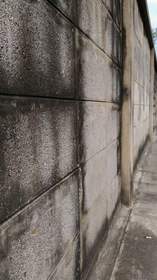 Wand eines alten Hauses gemacht von den Ziegelsteinblöcken stockfoto
