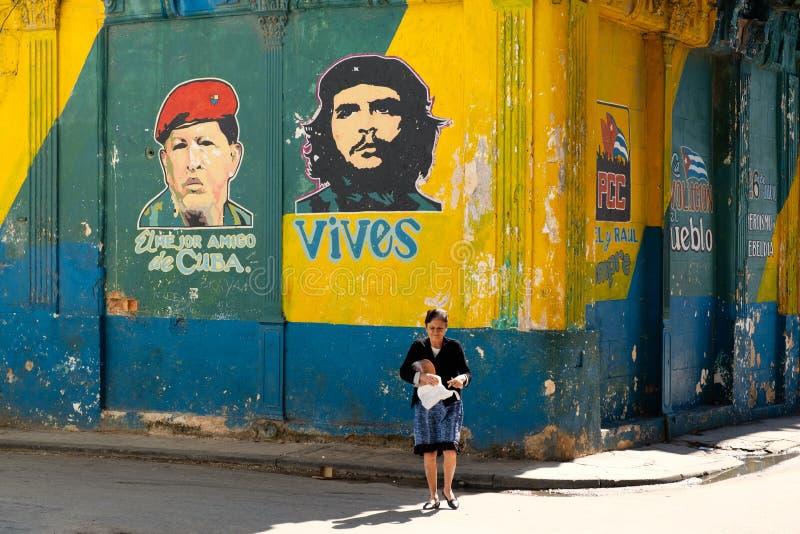 Wand in Havana malte mit den Gesichtern von Revolutionsführern lizenzfreies stockfoto