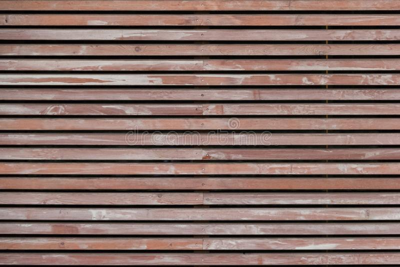 Wand hergestellt von den braunen hölzernen Latten lizenzfreie stockfotografie