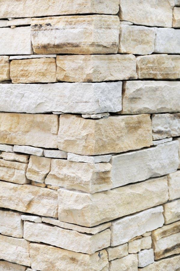 Wand hergestellt von den Sandsteinziegelsteinen stockbild