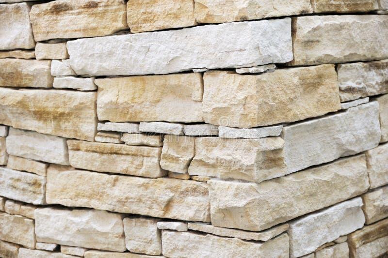 Wand hergestellt von den Sandsteinziegelsteinen lizenzfreie stockbilder