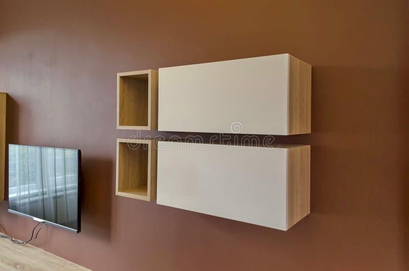 Wand im wohnzimmer mit schrank und fernsehen stockfoto for Schrank im wohnzimmer