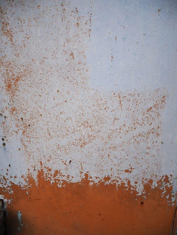 Wand mit der Schale der weißen Farbe lizenzfreie stockfotos