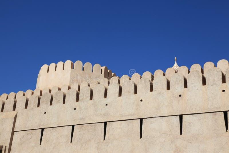 Wand am Nizwa Fort Oman stockfotos
