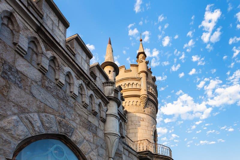 Wand und Turm der Schwalbe nisten Schloss in Krim stockfoto