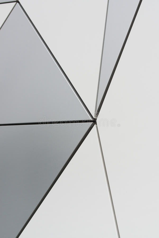Wand von dreieckigen zusammengesetzten Platten stockfoto