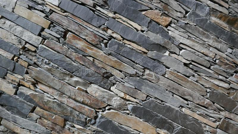 Wand von sorgfältig Staplungsnatursteinstücken lizenzfreie stockfotos