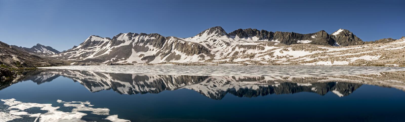Wanda Lake Panorama Reflection, Nationalpark König-Canyon, Kalifornien lizenzfreies stockfoto