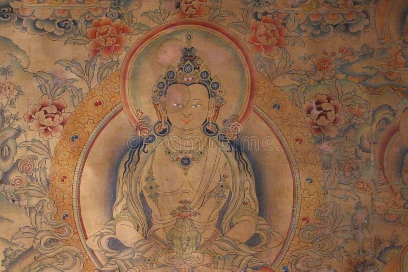 Wandbilder und Buddha-Statuen am tibetanischen großen Tempel lizenzfreies stockbild