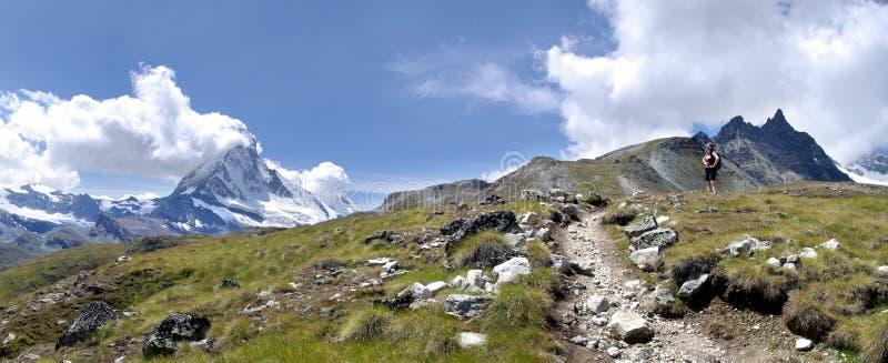 Wandelaar Dichtbij Matterhorn Stock Fotografie