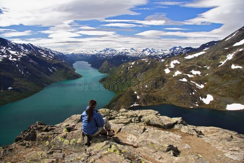 Wandelaar die een rust neemt stock foto's