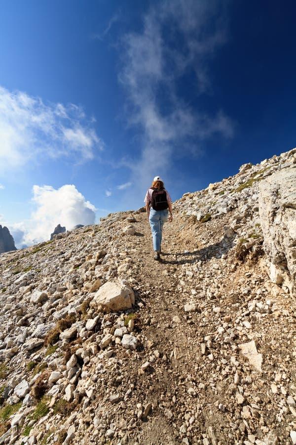 Wandelaar op Dolomiet stock foto