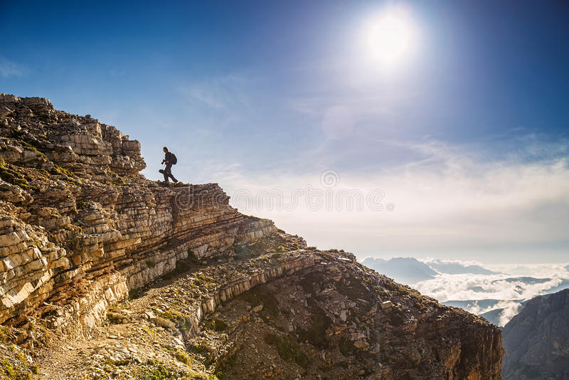 Wandelaarfotografen in de heuveltop van Italië royalty-vrije stock afbeeldingen