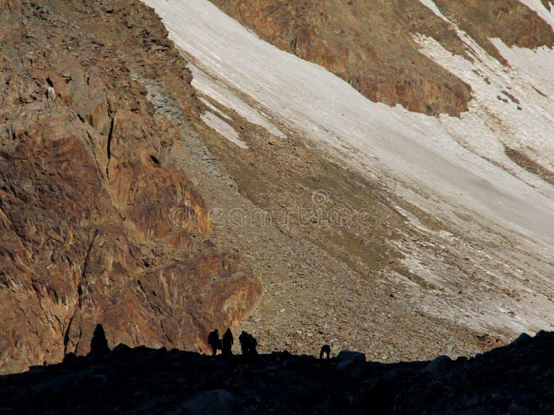 Wandelaars op wildspitze, otztal alpen, Oostenrijk stock fotografie