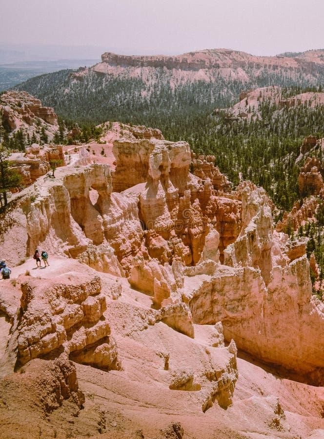 Wandelaars of toeristen in Bryce Canyon, Utah De V.S. stock fotografie