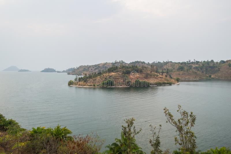 Wandeling rond Meer Kivu met Mening op Schiereiland en Eilanden stock afbeeldingen