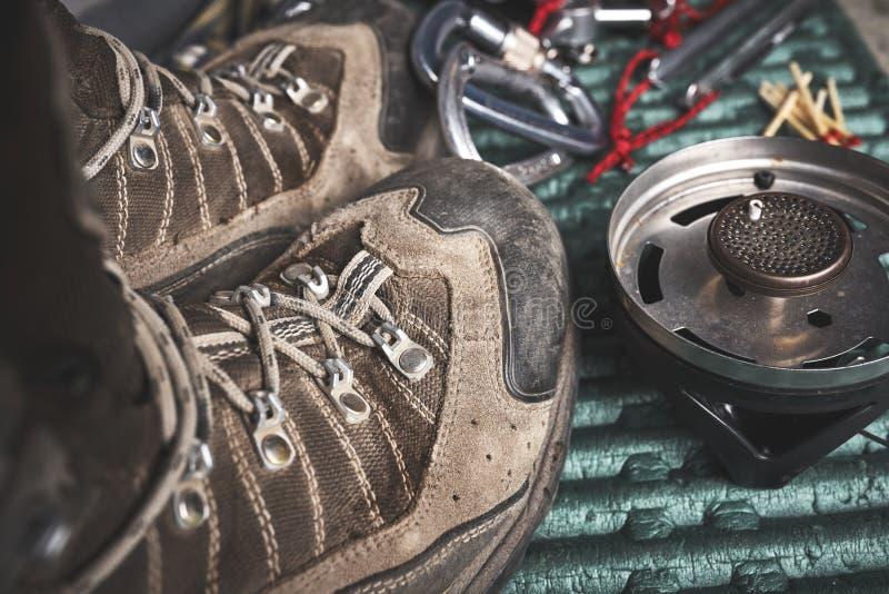 Wandelingslaarzen en ander toestel stock foto's