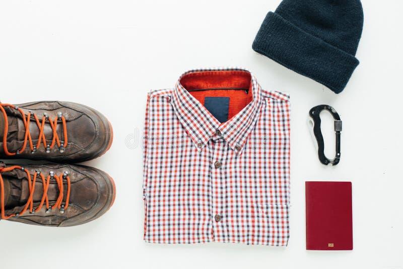 Wandelingslaarzen, plaidoverhemd, wol GLB en carabiner stock foto's