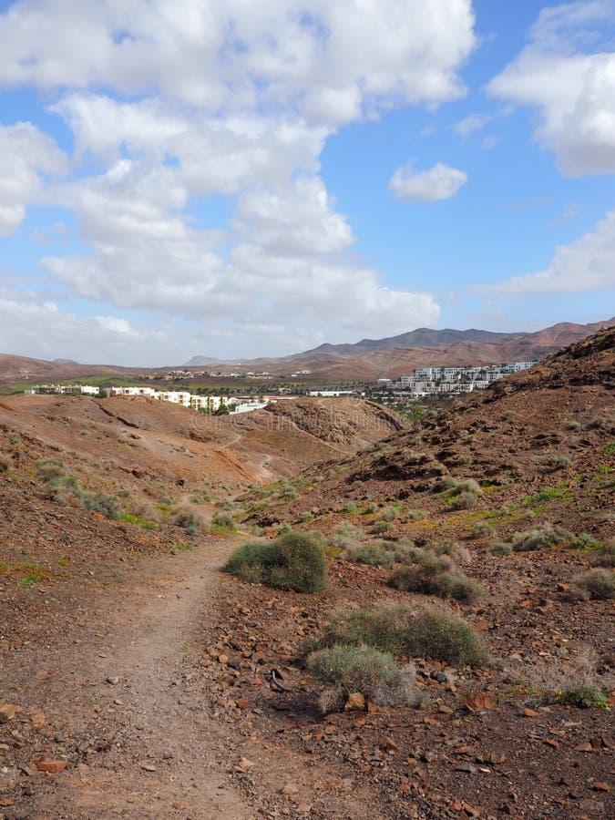 Wandelingssleep door kenmerkend landschap van Fuerteventura royalty-vrije stock afbeeldingen