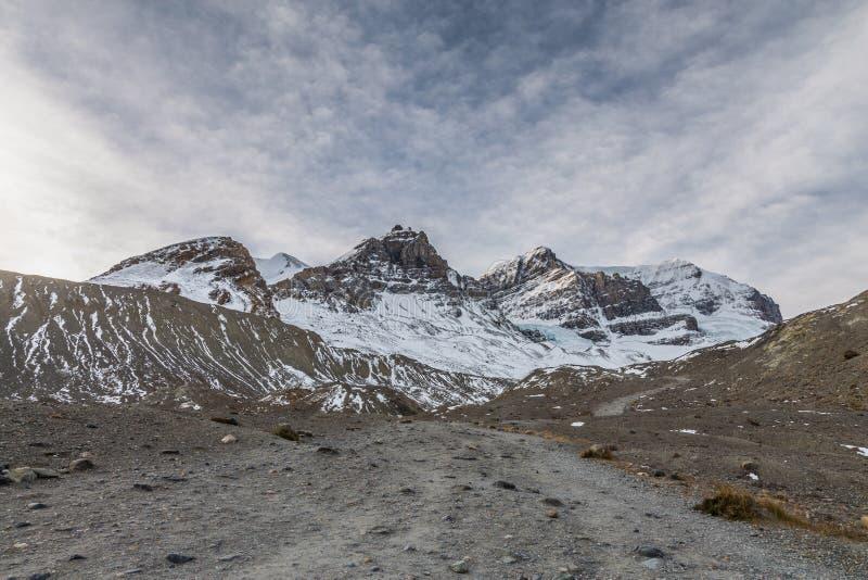 Wandelingsweg aan Athabasca-Gletsjer royalty-vrije stock fotografie