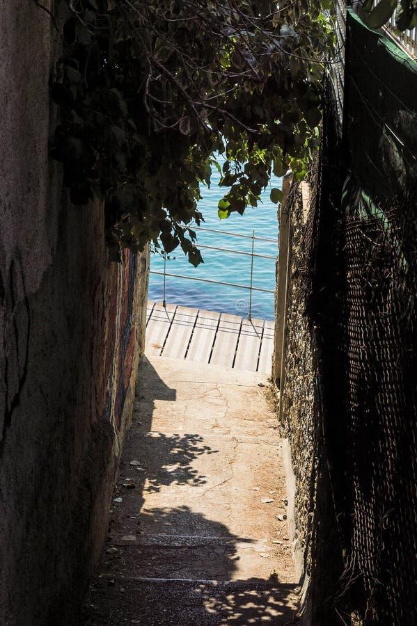 Wandelingsweg op de zeekust van GLB Martin in de zomer royalty-vrije stock foto