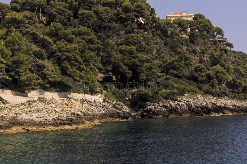 Wandelingsweg op de zeekust van GLB Martin in de zomer stock foto's