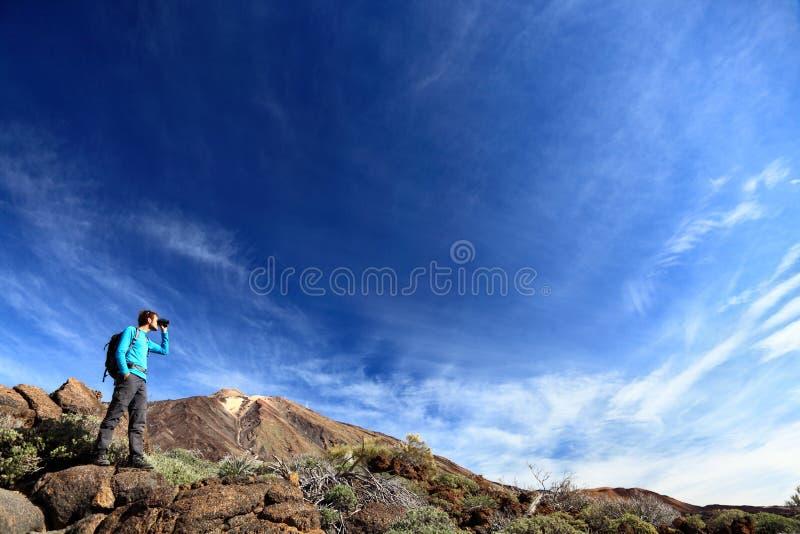 Wanderer In Der Drastischen Landschaft Stockbilder