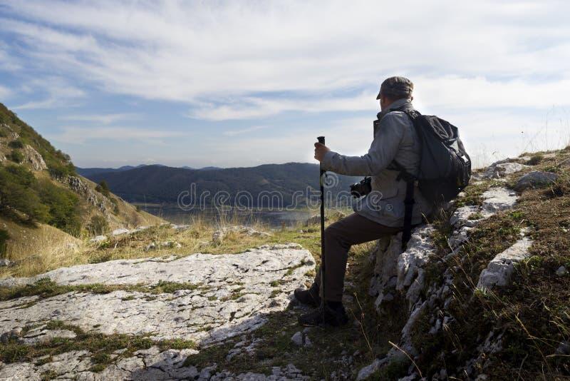 Wanderer-Stillstehen stockfoto