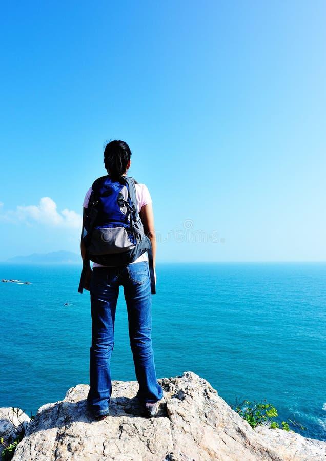 Download Wandererküste stockfoto. Bild von gesund, mädchen, schönheit - 27733176