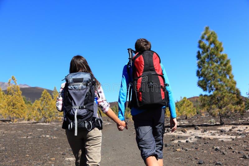 Wandern der Paare lizenzfreies stockbild