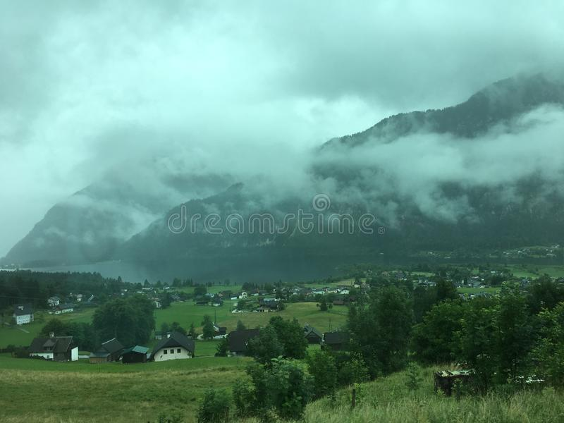 Wandern des Pfades in den julianischen Alpen lizenzfreie stockfotografie