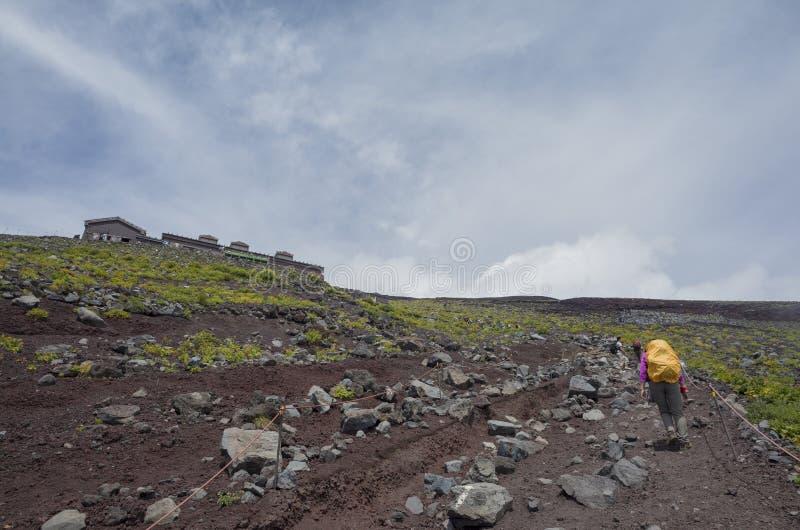 Wandern im berühmten Fujisan stockbild