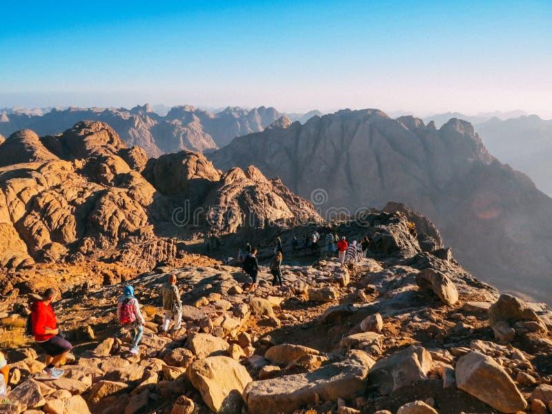 Wandern im Berg Sinai stockbilder