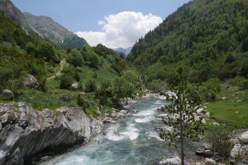 Wandern im Valle de Bujaruelo lizenzfreie stockfotos