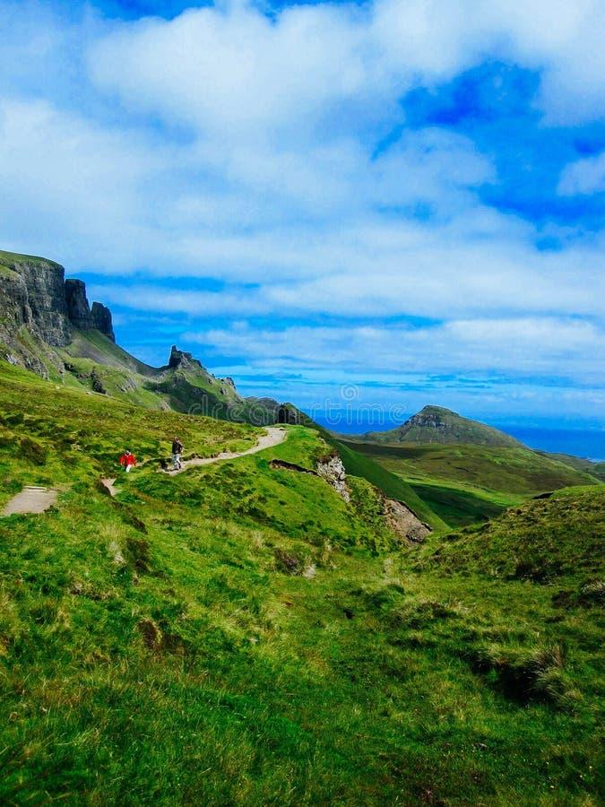Wandern von Touristen auf Insel von Skye stockfoto