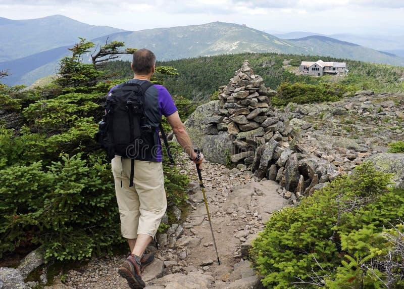 Wandern zu Greenleaf-Hütte auf appalachischer Spur lizenzfreie stockbilder