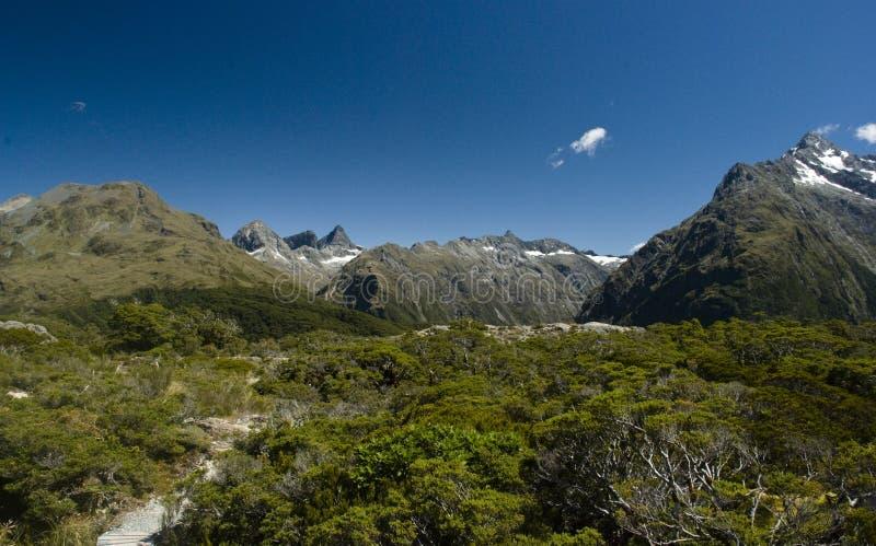 Wandern, zum des Gipfels zu befestigen lizenzfreie stockfotografie