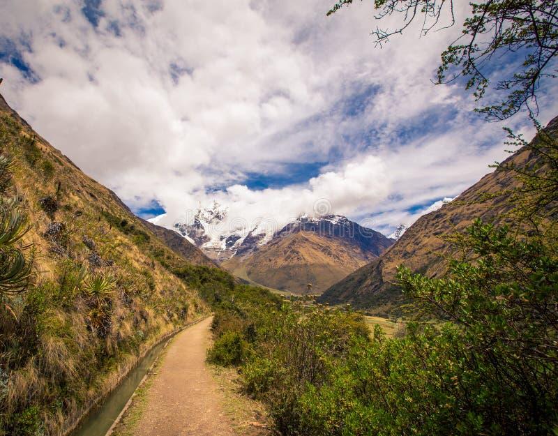 Wanderweg auf dem Andres-Berg Peru stockbilder