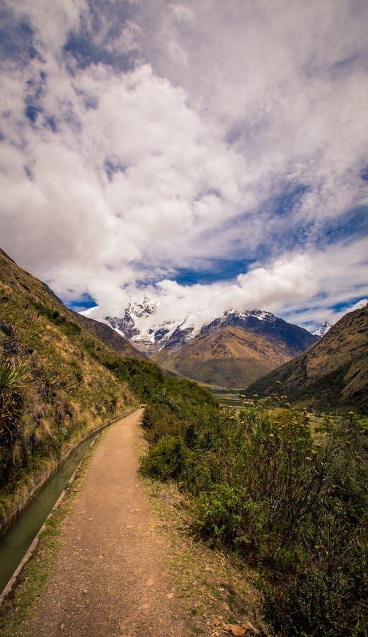 Wanderweg auf dem Andres-Berg Peru stockfotos