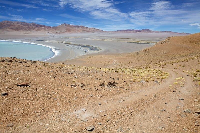 Wanderweg und Diamond Lagoon in Cerro Galan, einer Caldera in der Provinz Catamarca, Argentinien lizenzfreies stockfoto